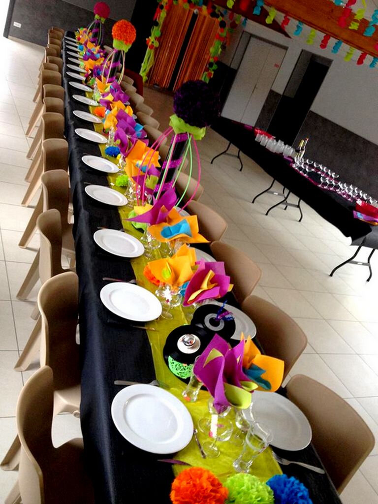 d co anniversaire centre de table fluo ann e 80 disco photo de d coration de salle f te. Black Bedroom Furniture Sets. Home Design Ideas