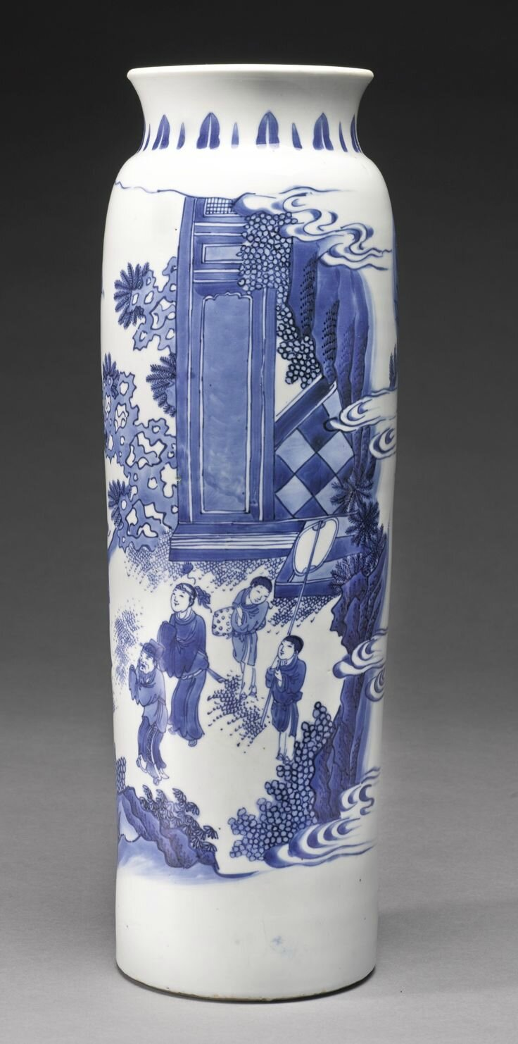 A fine blue and white sleeve vase, Ming dynasty, Chongzhen period 2
