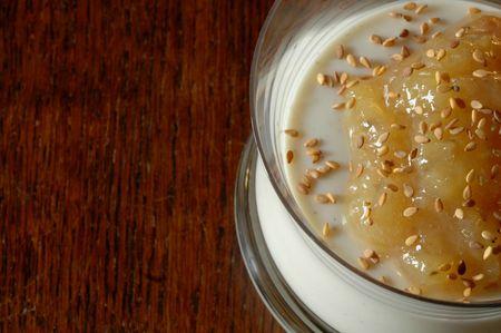 DSC_8277_Panna cotta lait fermenté-confiture de banane-sésame