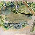 Valérie les pieds dans un ruisseau en Auvergne