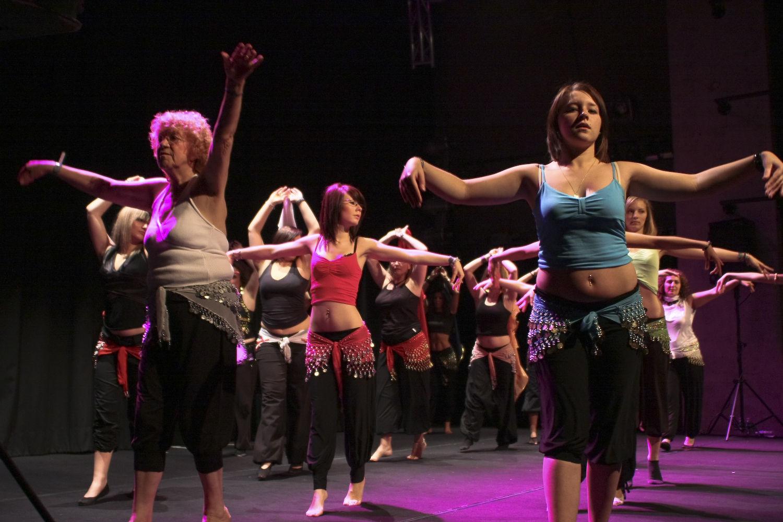 Atelier5-DanseOrientale-LeGrandMix-Quartiers2Lune2009-9