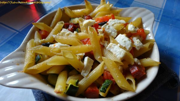 Penne courgettes-tomates-olives-feta (4)
