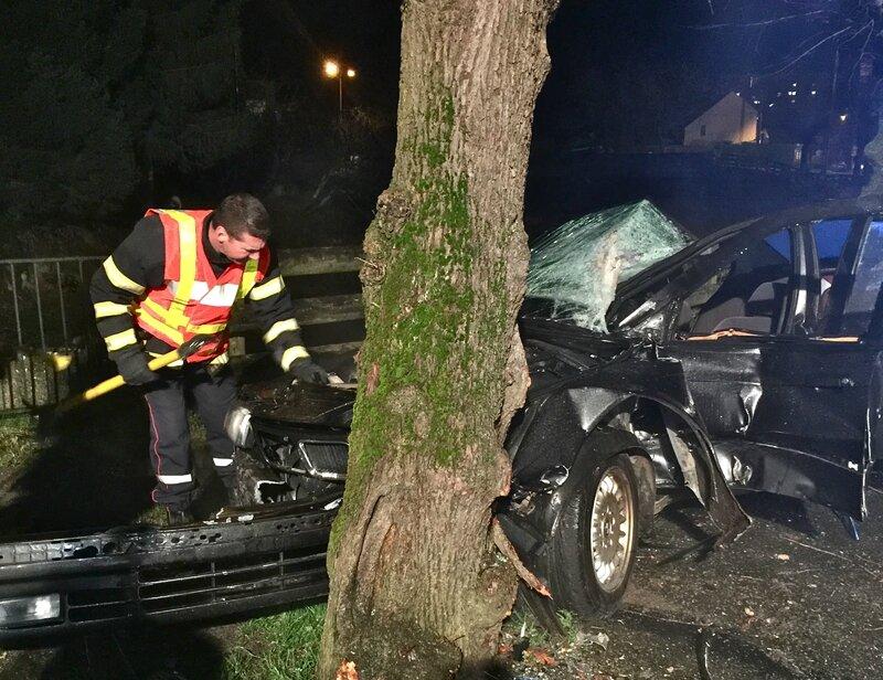 HIRSON 2016 ACCIDENT RUE DE GUISE véhicule arbre