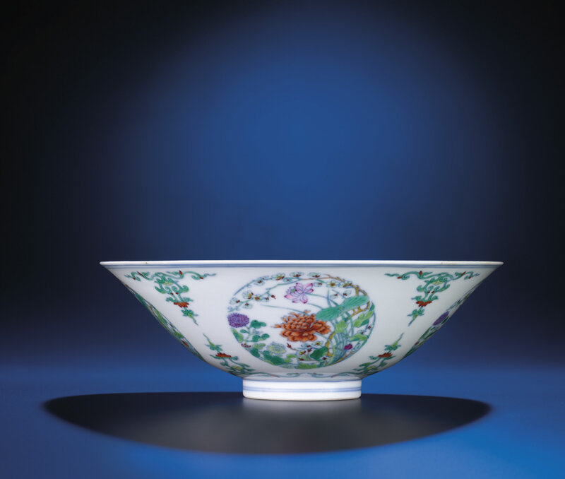 A doucai floral medallion bowl, Yongzheng six-character mark within double-circles and of the period (1723-1735)