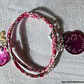 Bracelet sur ruban double tour médaille et Croix de Jérusalem, médaille en nacre gravée au fermoir