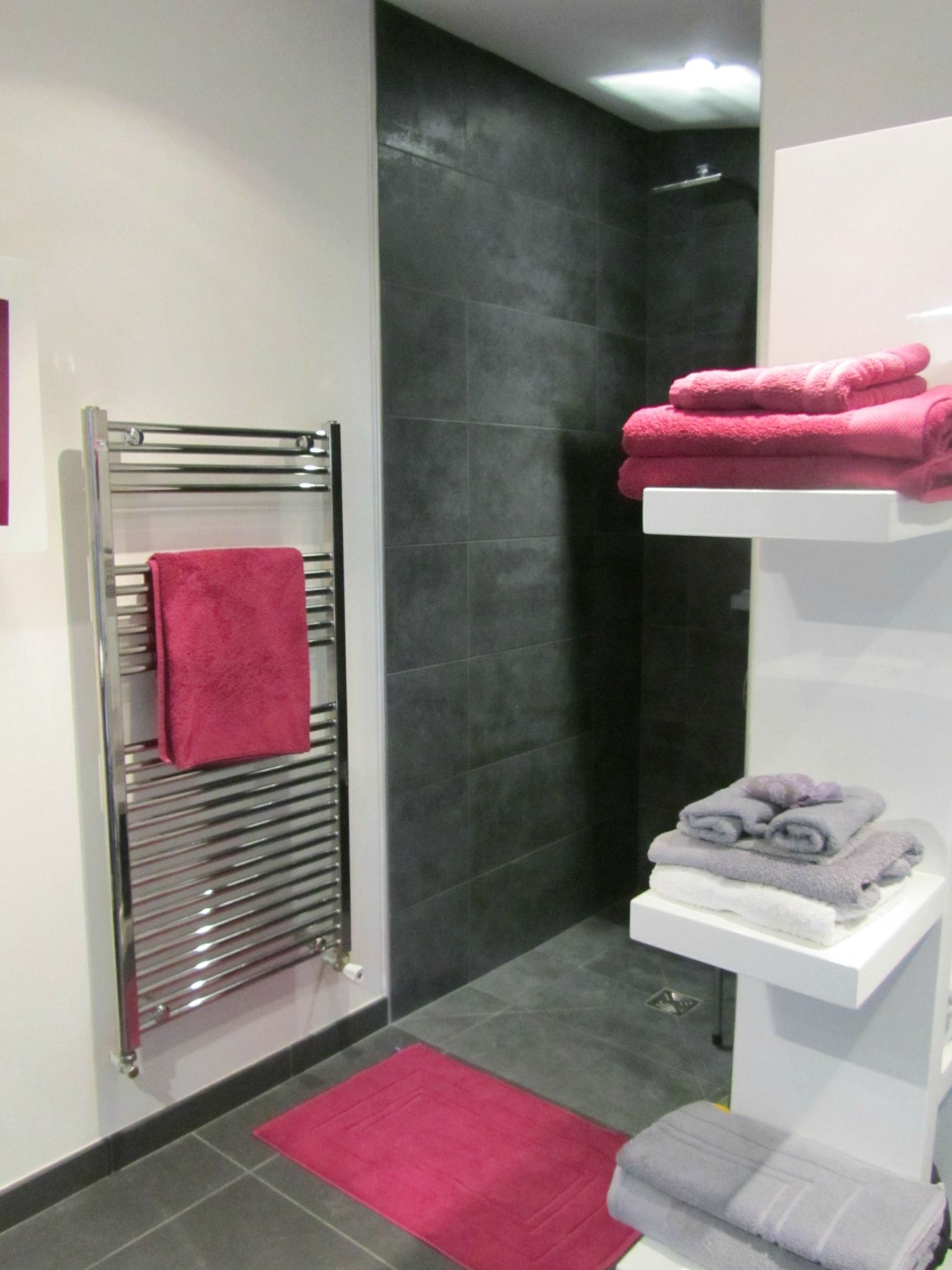Beautiful Salle De Bain Rose Fushia Gallery - House Design ...