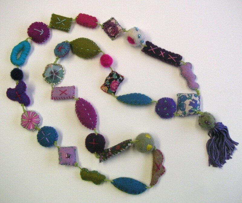 collier feutrine & broderies