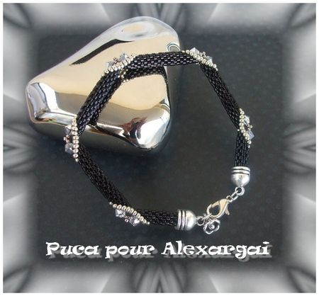 Bracelet_fa_on_Puca2