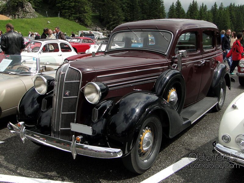 dodge-saurer-4door-sedan-1936-01