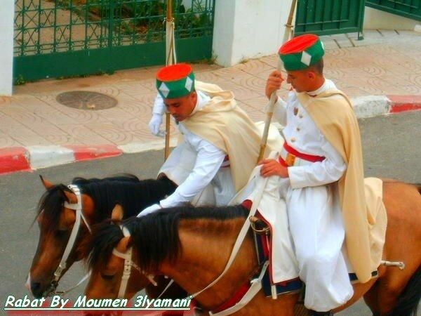 gardes du mausolee Mohammed 5 Rabat