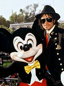 Michael-and-Mickey-Mouse-michael-jackson-24254853-225-302