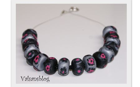 collier_rose_gris_noir