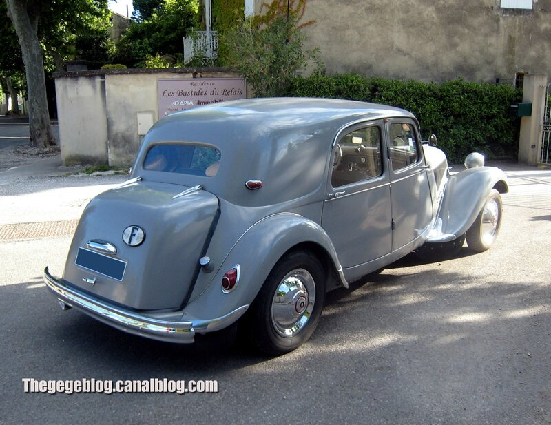 Citroen traction berline de 1954(Valreas) 02
