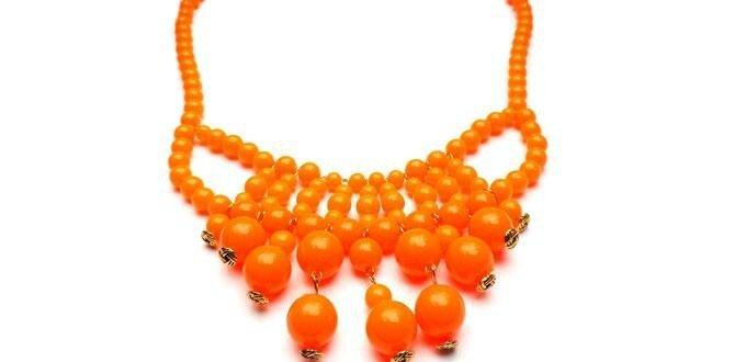bo u00eete  u00e0 bijoux en coeur en perles hama