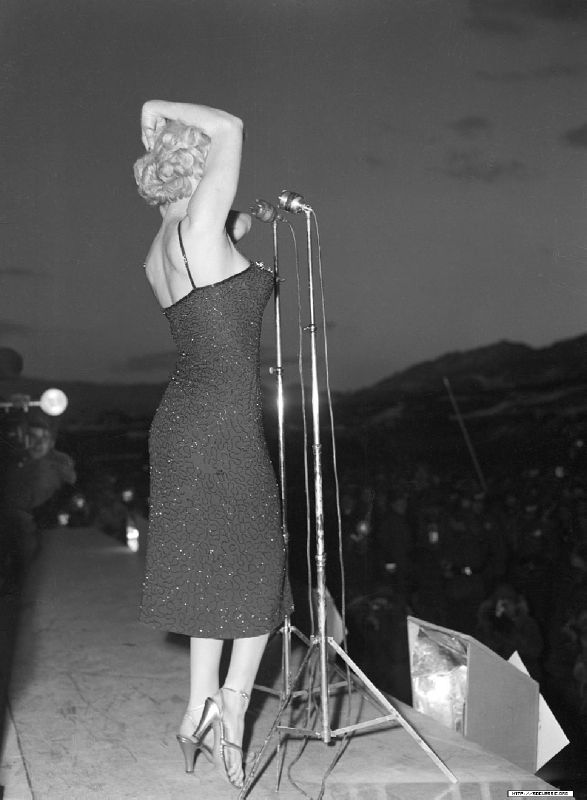 1954-02-korea-dress_purple-stage_out-sing-020-1
