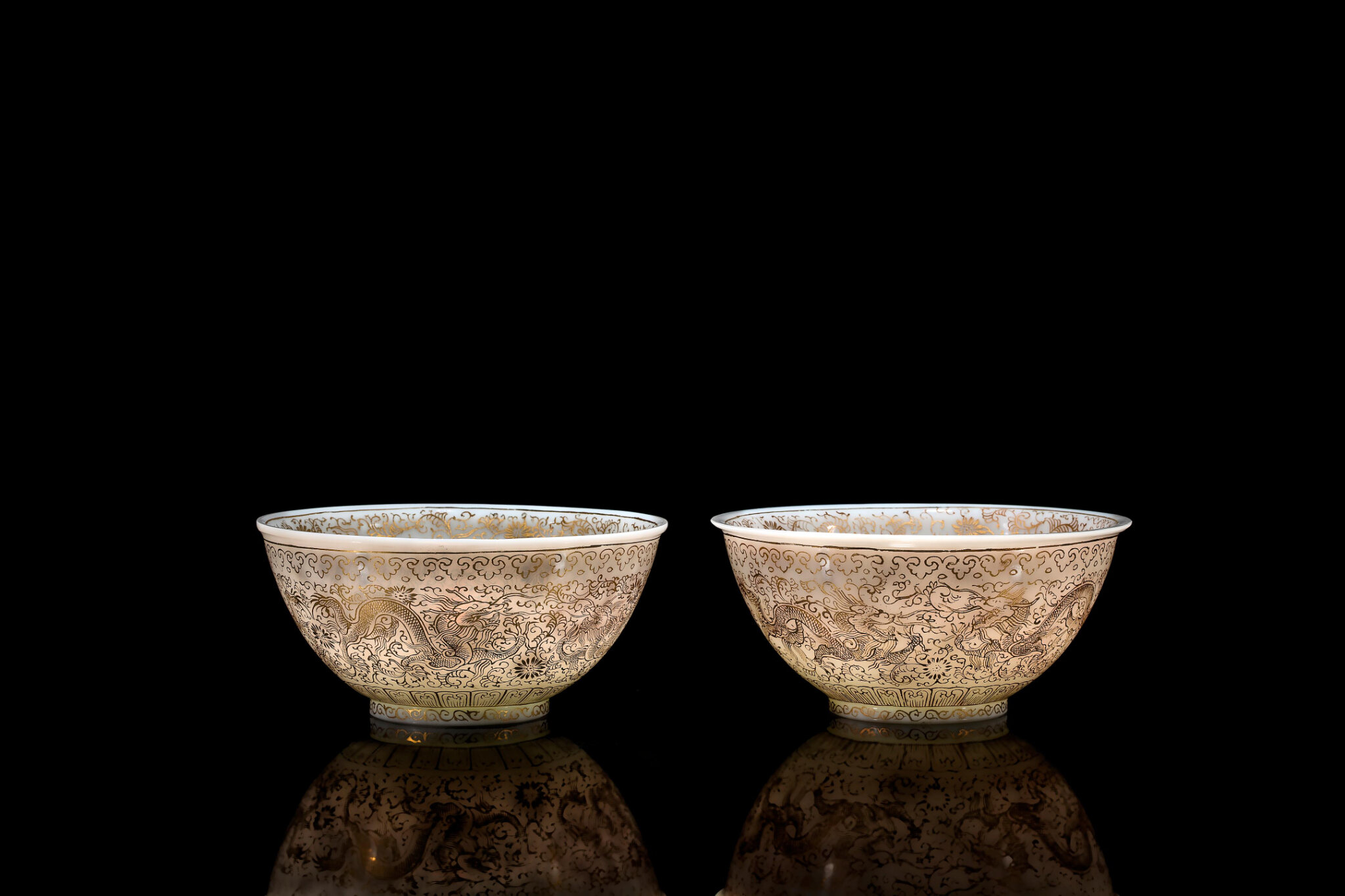 A pair of gilt decorated glass 'dragon' bowls, Guangxu period