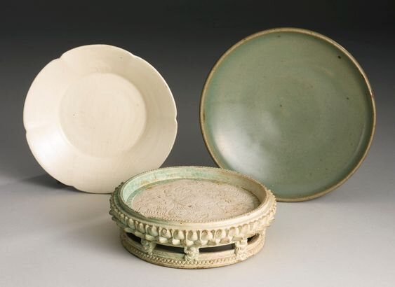 A green 'Jun' dish and a white-glazed foliate dish, Song dynasty (960-1279)