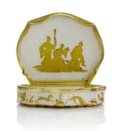 A_very_rare_gold_mounted_shell_shaped_snuff_box__probably_Vezzi__circa_17251