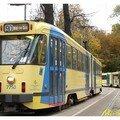 7750 sur 90. Dernier tram avec les anciens phares ronds.