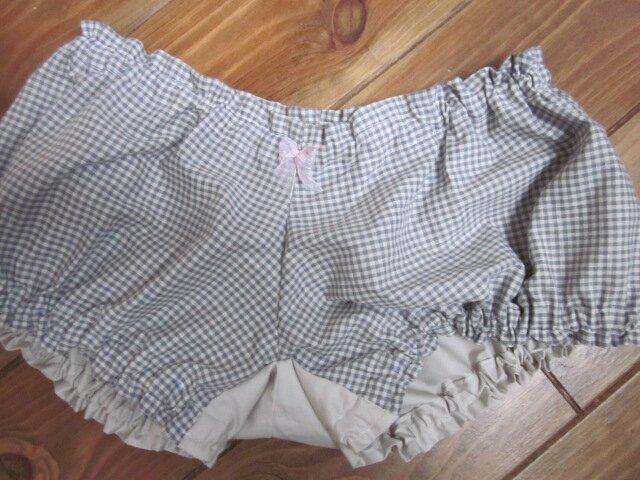 Culotte BIANCA en coton vichy gris - Coton vichy gris et coton uni beige dans le dos - noeud de mousseline rose devant et sur les fesses (2)