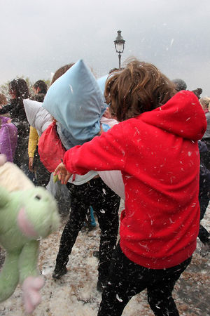 15_Pillow_fight_12_4417