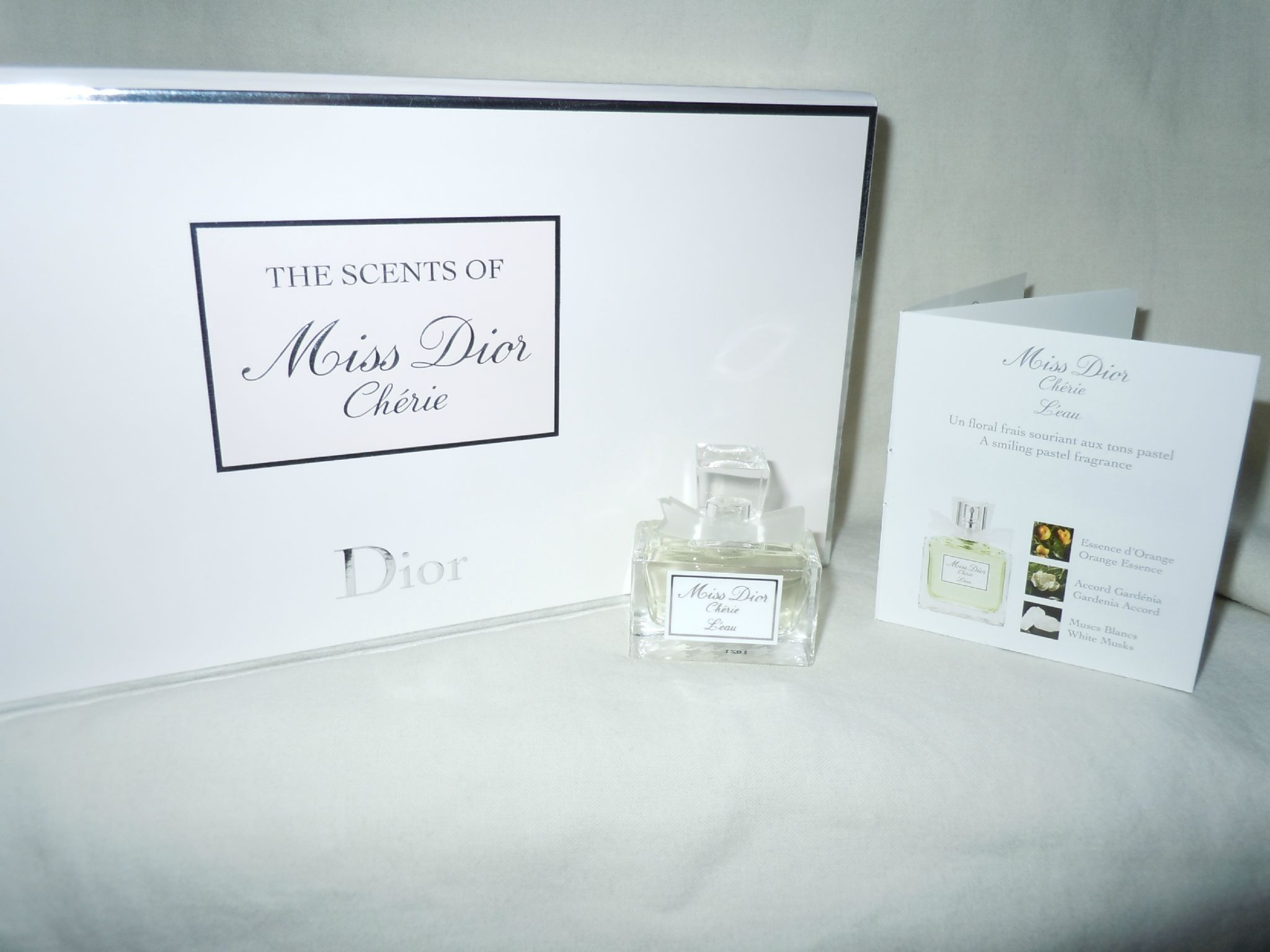 DIOR-MISSDIORCHERIELEAU-THESCENTSOFMISSDIORCHERIE