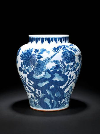A_large_blue_and_white_baluster_vase
