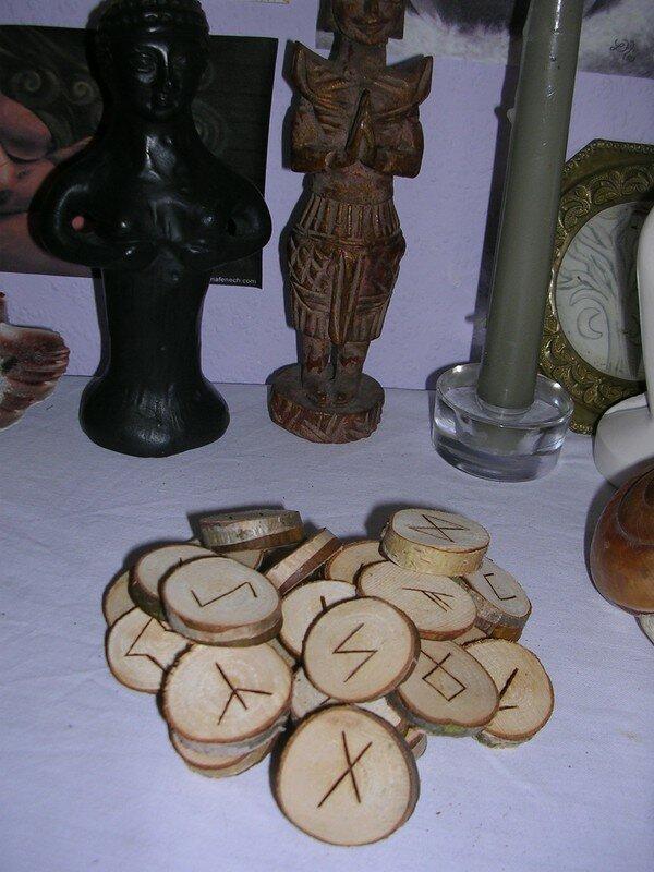Runes en bois
