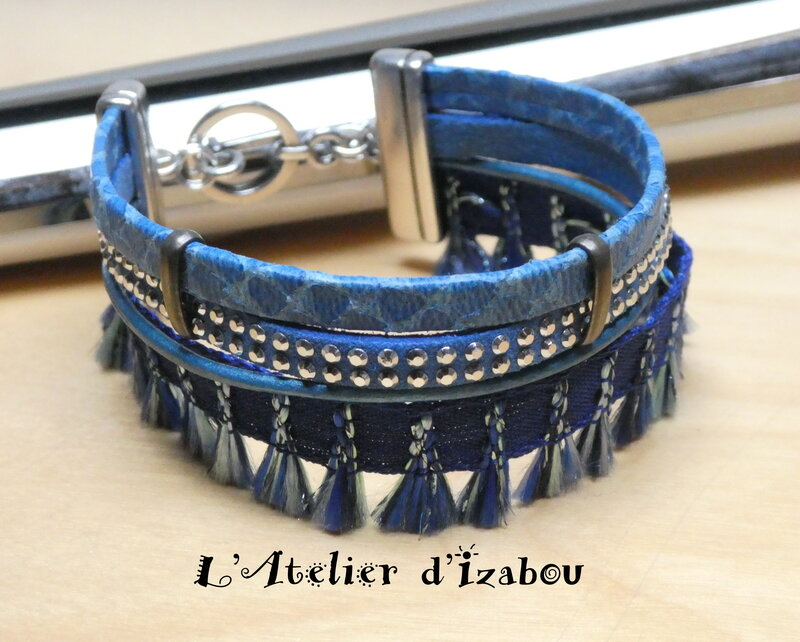 P1020738_Bracelet_multirangs_bleu_roi__multimati_res_et_pompons__fermoir_toggle_rond