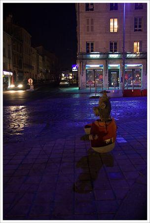 Niort_bouche_incendie_rue_bleue_nuit_110109