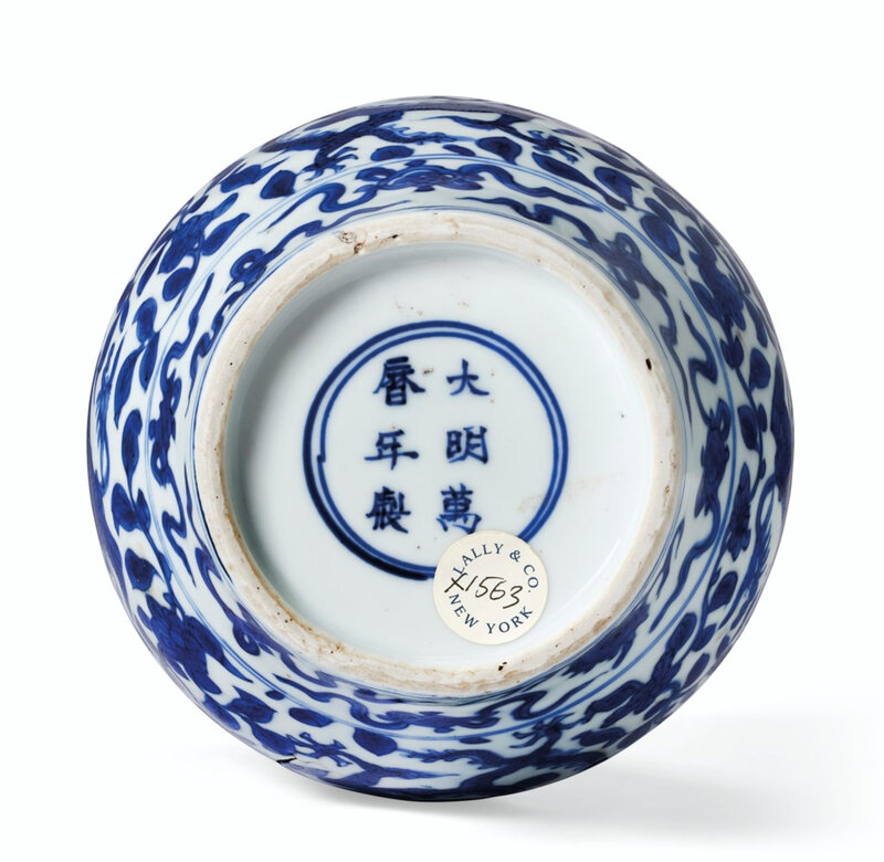 2020_NYR_18417_0006_001(a_small_blue_and_white_ovoid_dragon_and_phoenix_jar_wanli_six-characte)