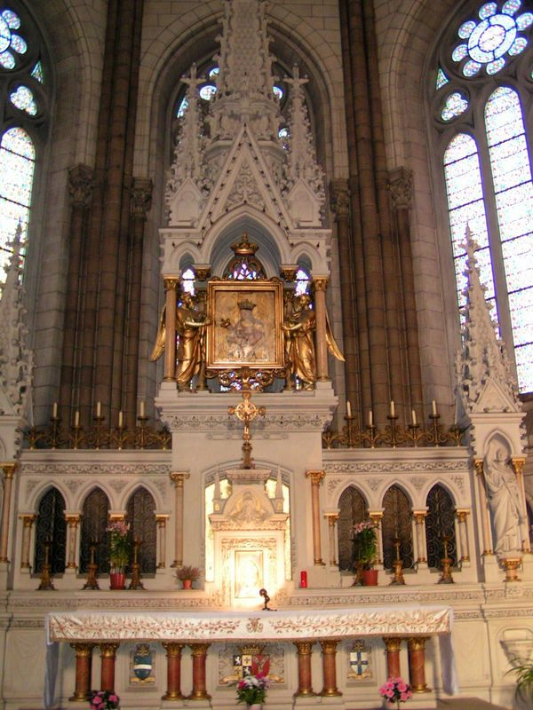 Rennes, Basilique Notre Dame de Bonne Nouvelle, le Maître Autel contenant l'icône miraculeuse de ND de Bonne Nouvelle