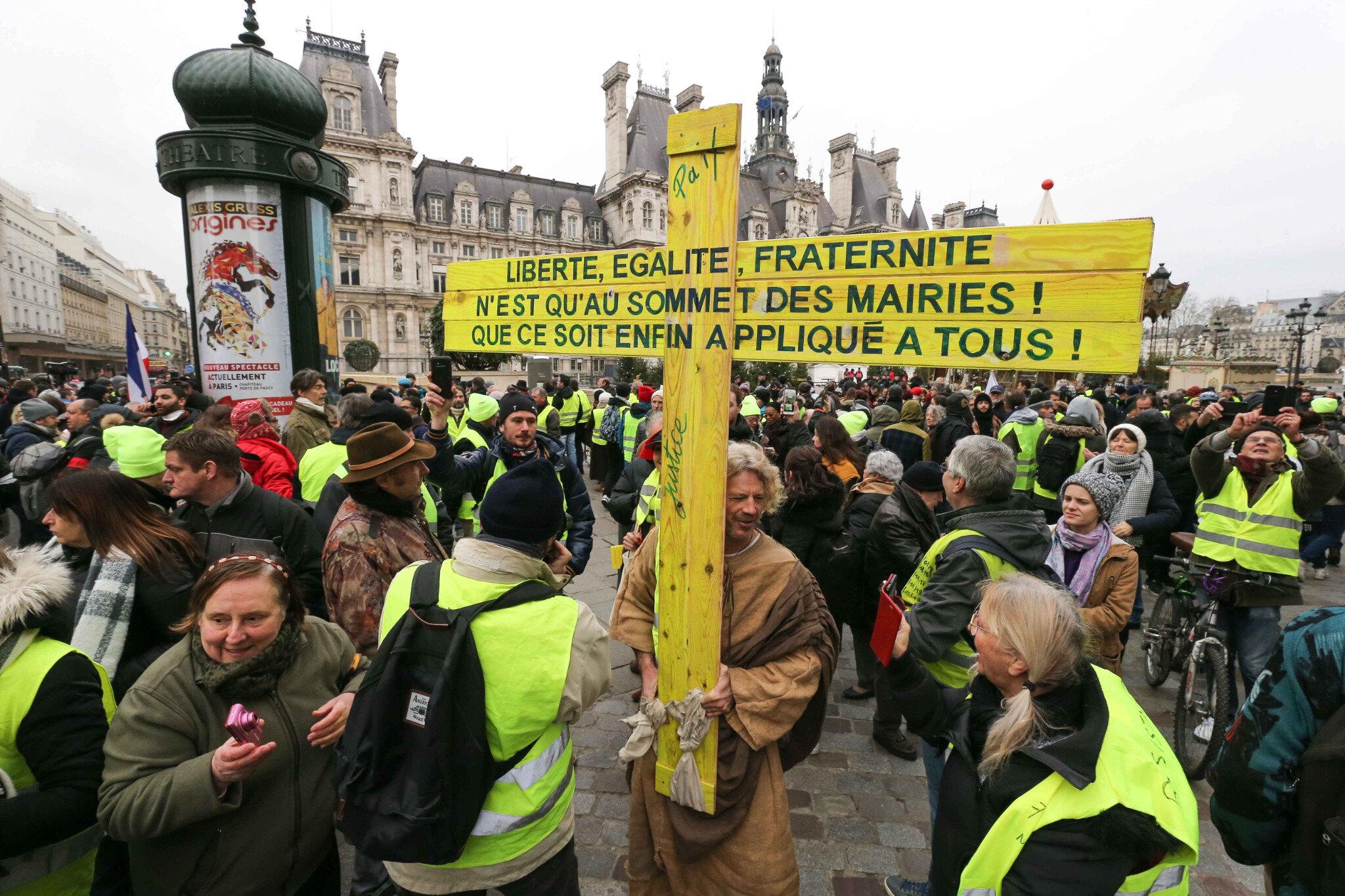 Paris : des Gilets jaunes lisent une lettre ouverte à Emmanuel Macron. © Michel Stoupak. Sam 05.01.2019, 13h10m58.