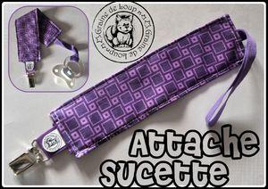 attache sucette carrés violet