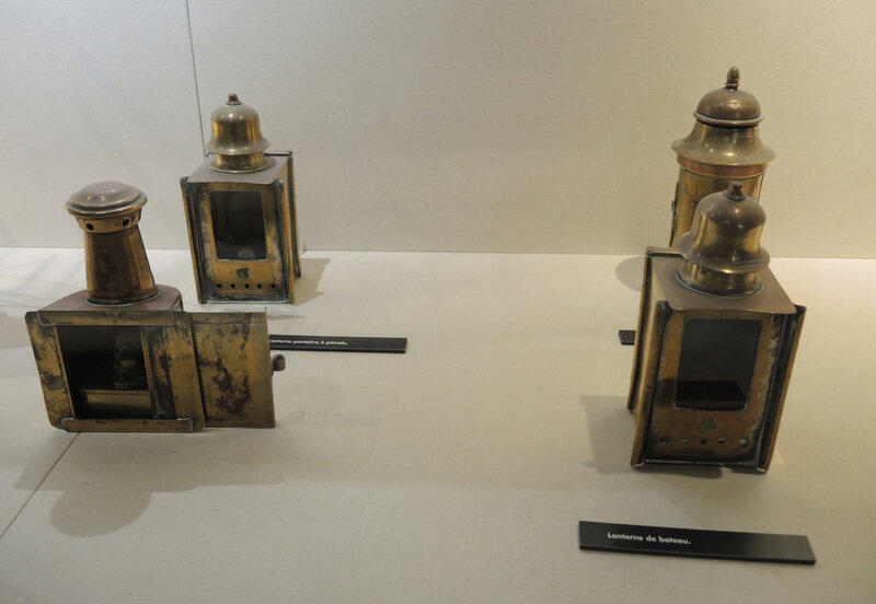Biarritz, Musée de la Mer, Collections, lanternes de bateau (64)