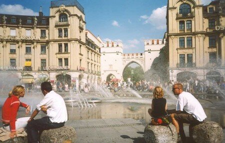 Munich_Marienplatz_Fountain