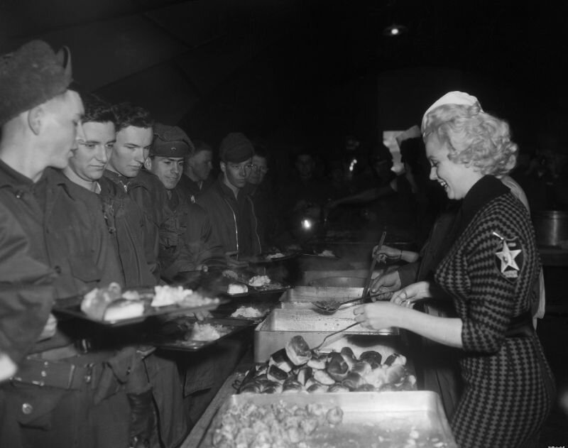 mm-thanksgiving-cooking-1954-02-18-korea-2nd_division-lunch