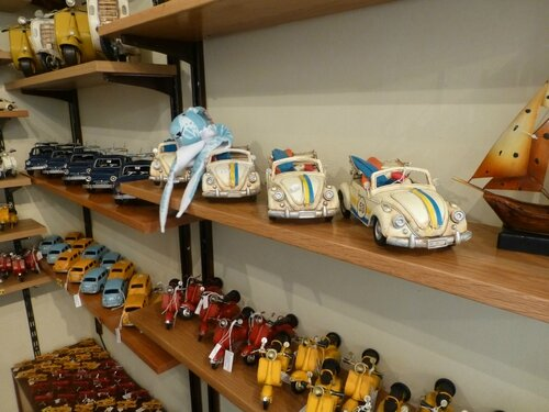 Rome- Jojo dans une boutique de jouets traditionnels