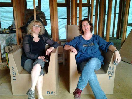 Atelier mobilier en carton dans la maison en paille 2
