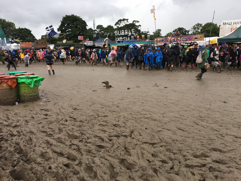 Glastonbury_festival_2016_Worthy Farm_Pilton_Somerset_mud_boue
