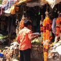 Vendeurs de colliers de fleurs