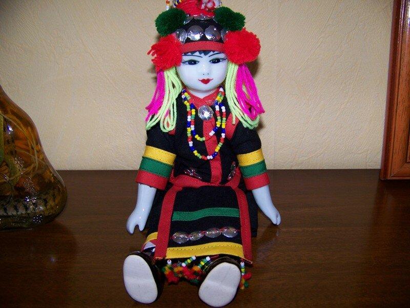 poupée tibéto-birmane porcelaine