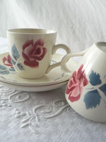 Tasses à café et soucoupes sans nom