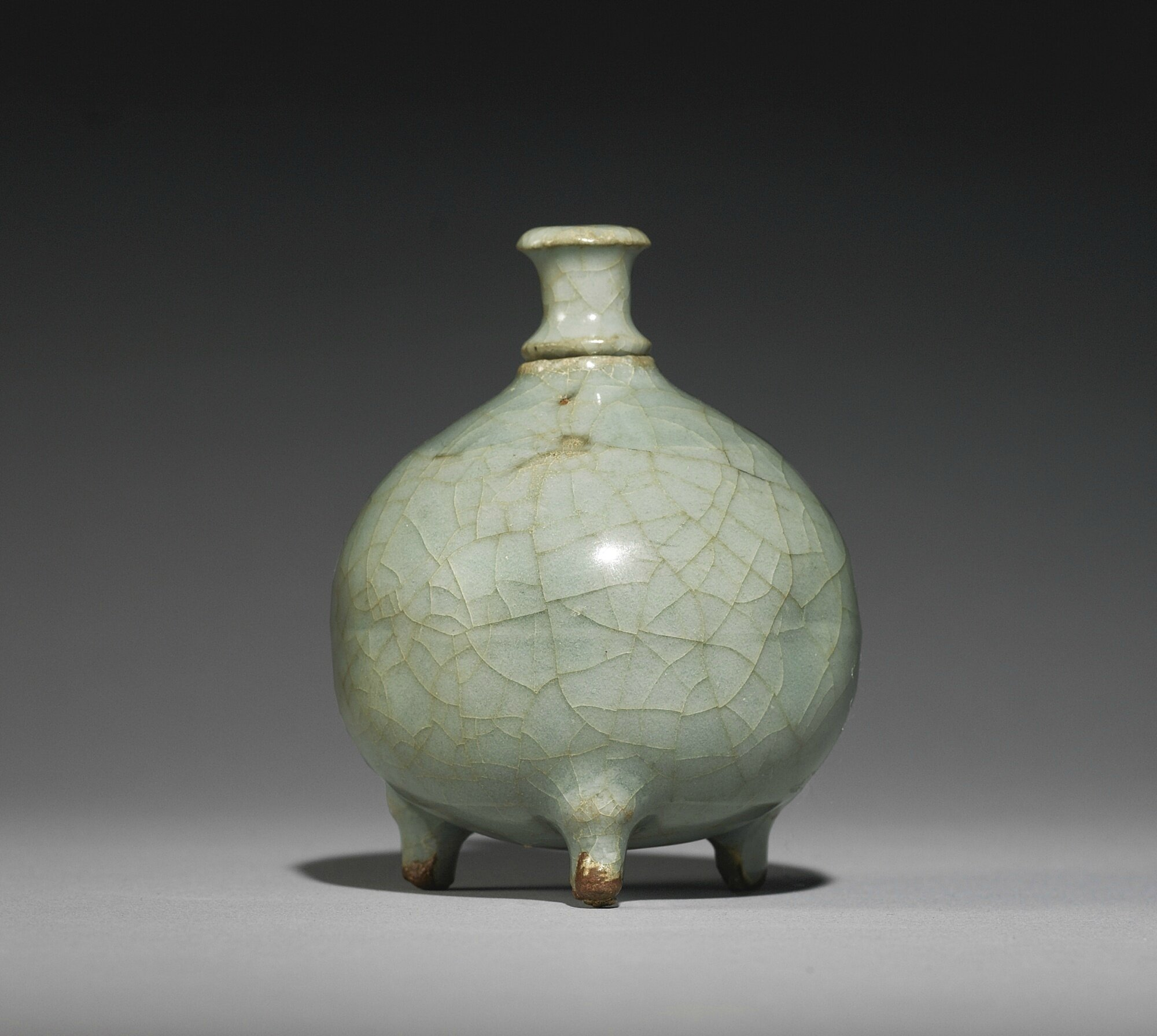 A 'Guan'-type 'Longquan' celadon waterpot and a stopper, Song dynasty