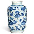 Petit vase en porcelaine bleu blanc, dynastie qing, époque yongzheng (1723-1735)