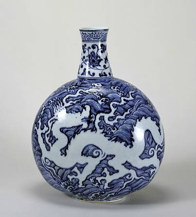 Blue-and-White Moonflask with Dragon and Wave Design; Ming Dynasty, Yongle Period (1403-1424), h.45.0cm. Gift of SUMITOMO Group the ATAKA Collection. The Museum of Oriental Ceramics, Osaka. © 2009 The Museum of Oriental Ceramics,Osaka.