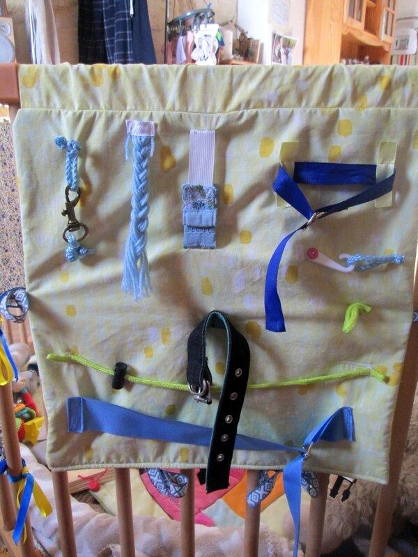 Le côté le plus difficile avec ceinture, mousqueton, anneaux, agrafes, etc.