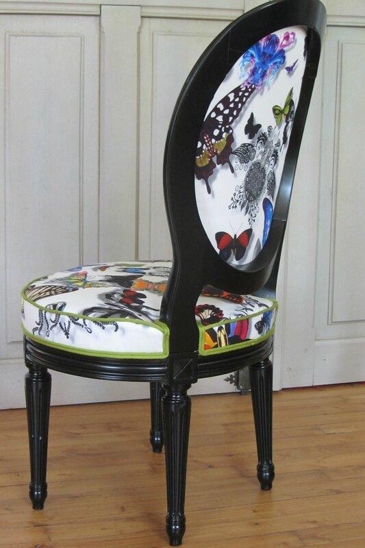 poser du tissu sur une chaise à Brest