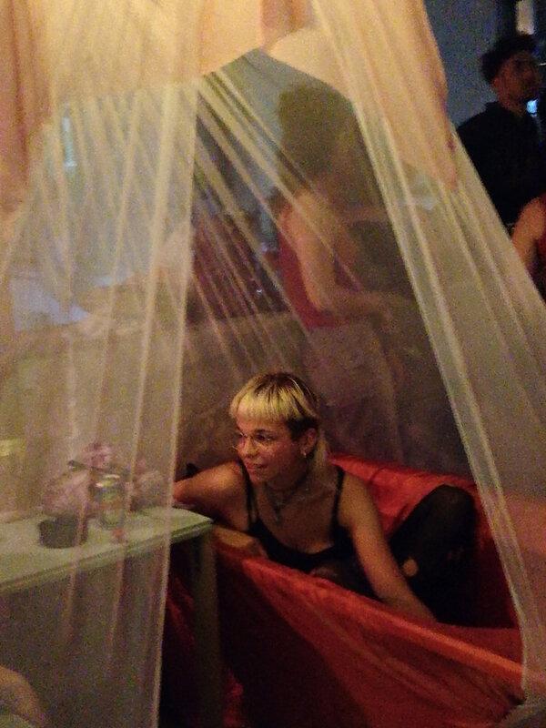 fille dans la baignoire