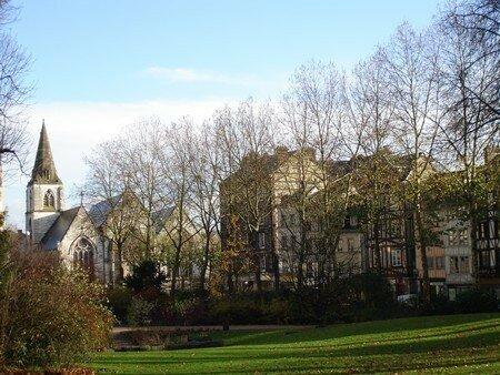 st_vivien_vue_du_jardin_de_l__hotel_de_ville